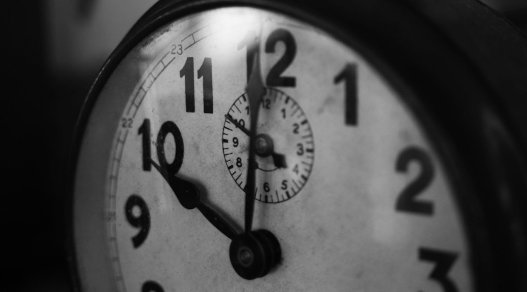 Learn in 24 hours.  Photo by: https://www.pexels.com/photo/10-time-clock-black-and-white-25681/